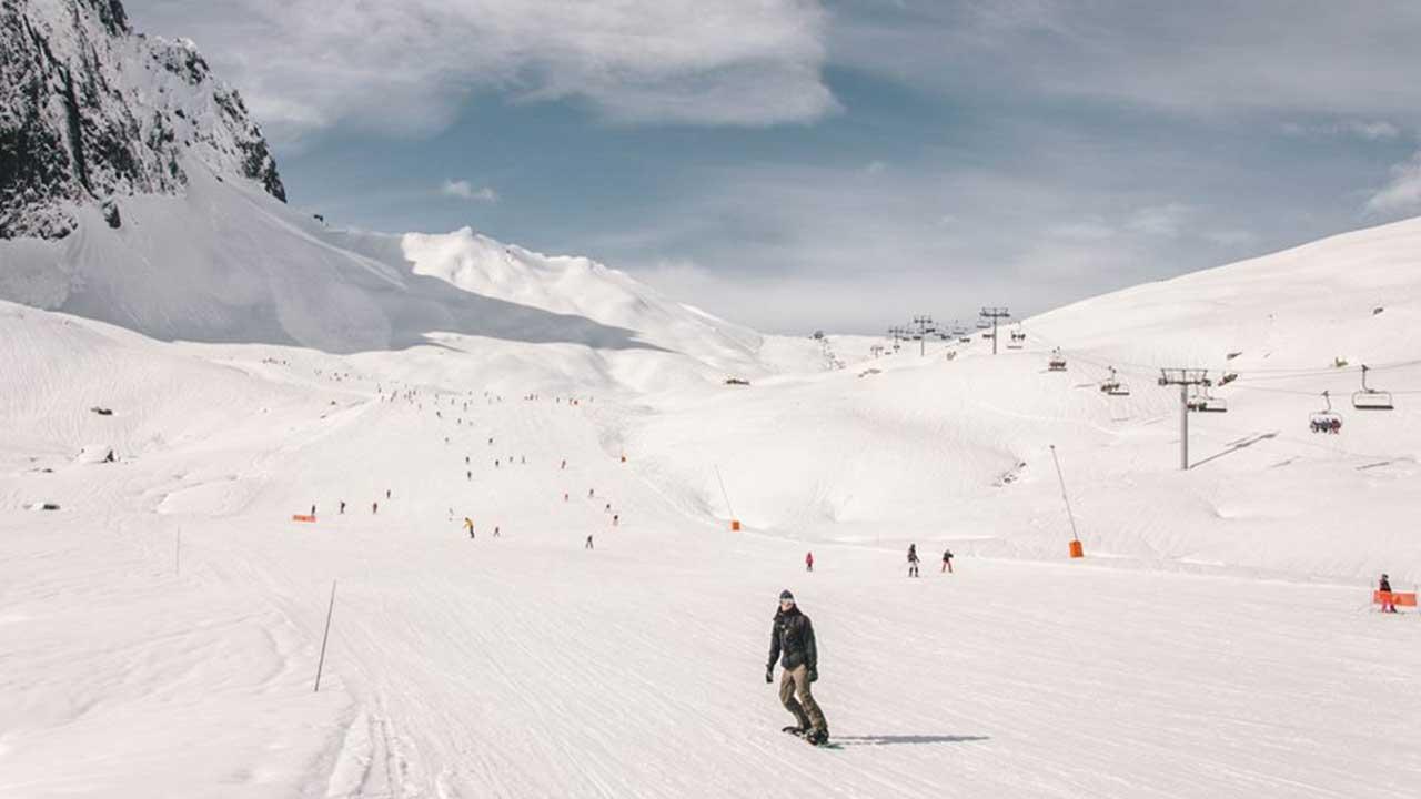 snowboardeur au Grand Tourmalet - ©RICT