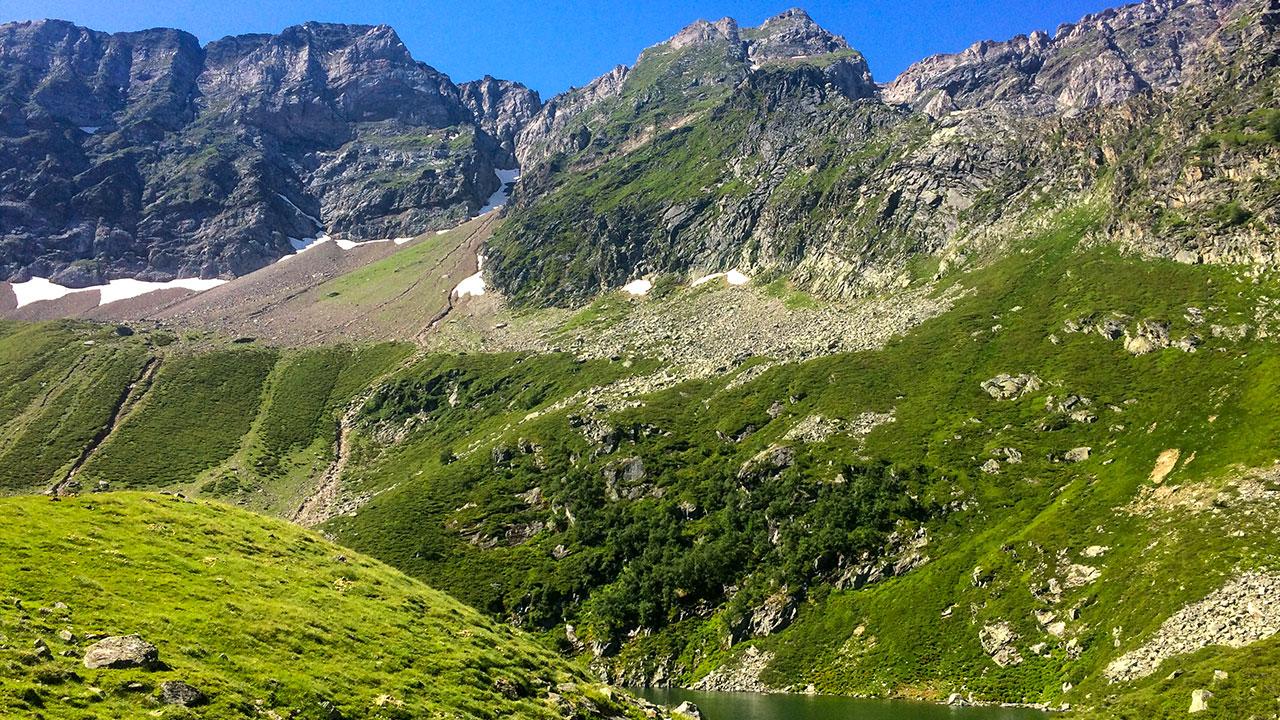 Hautes pyrénées lac de peyrelade