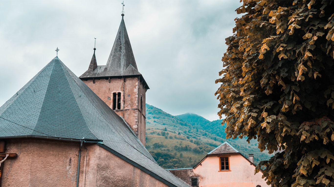 L'église du village d'Asté