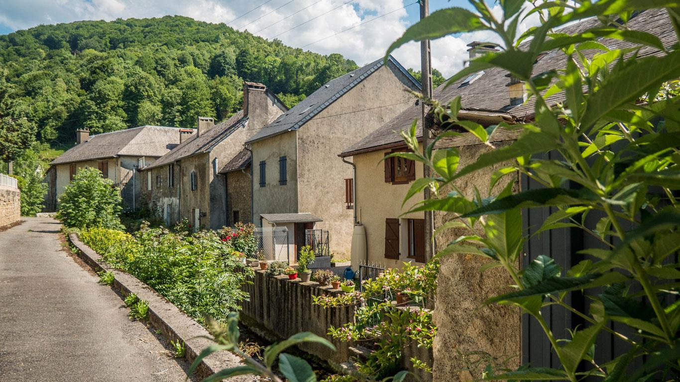 Une rue du village d'Asté