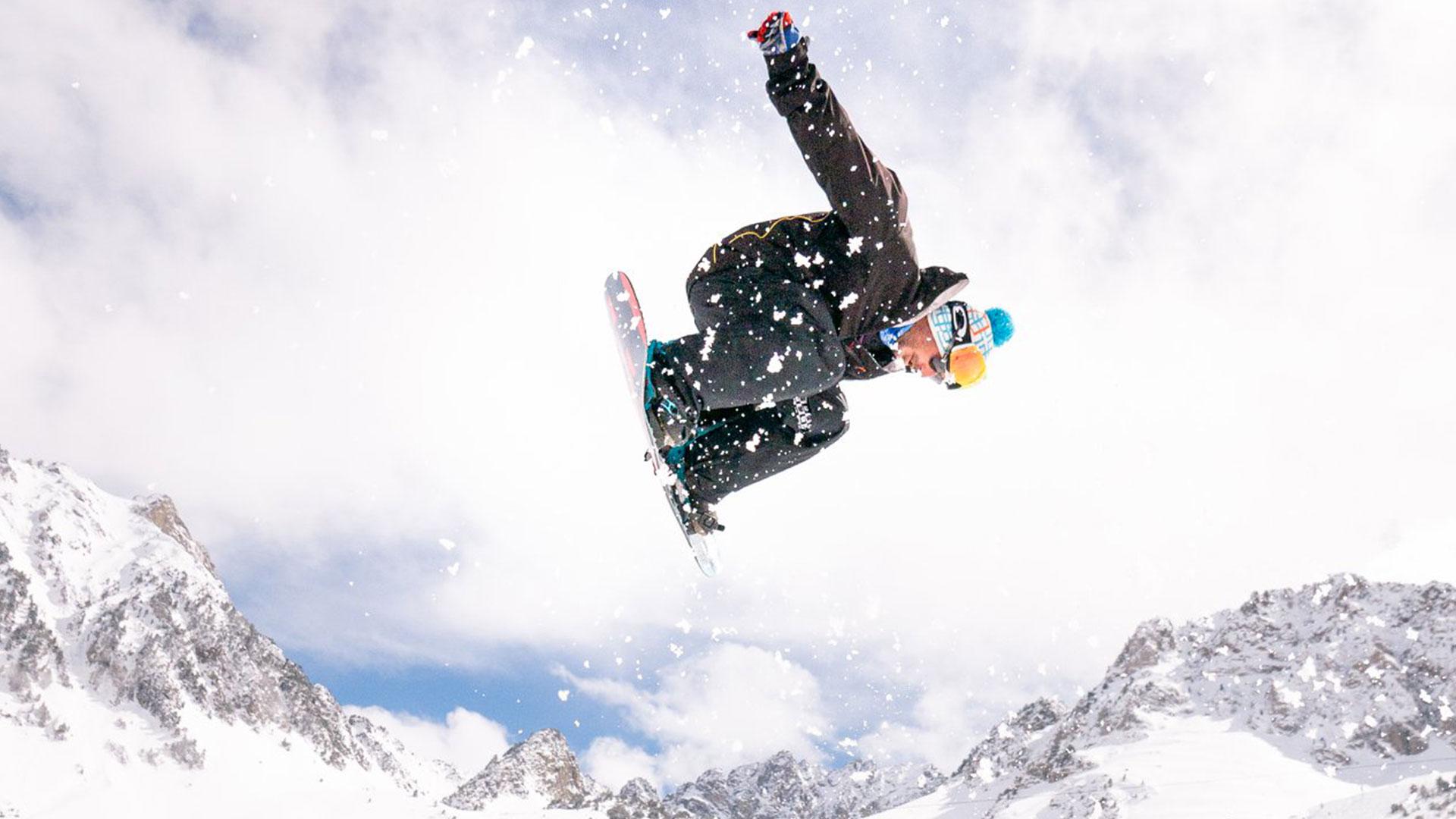 snowboadeur saut au grand tourmalet