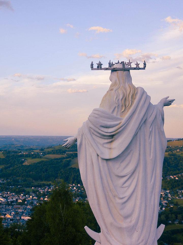 La vierge du Bédat de dos